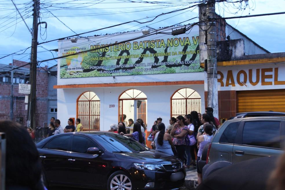 Velório aconteceu no bairro São Jorge, na Zona Oeste de Manaus (Foto: Indiara Bessa/G1 AM)