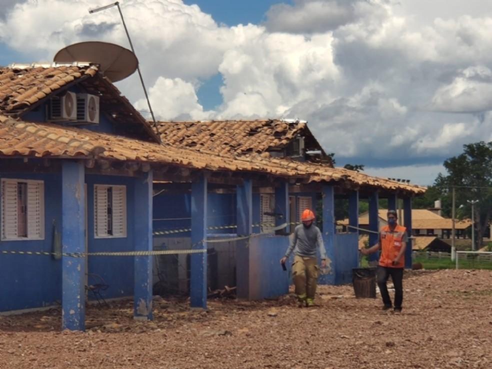 Explosão em gasoduto abriu buraco de 200 metros quadrados e 5 metros de profundidade, diz perícia em Nossa Senhora do Livramento — Foto: Corpo de Bombeiros de Mato Grosso