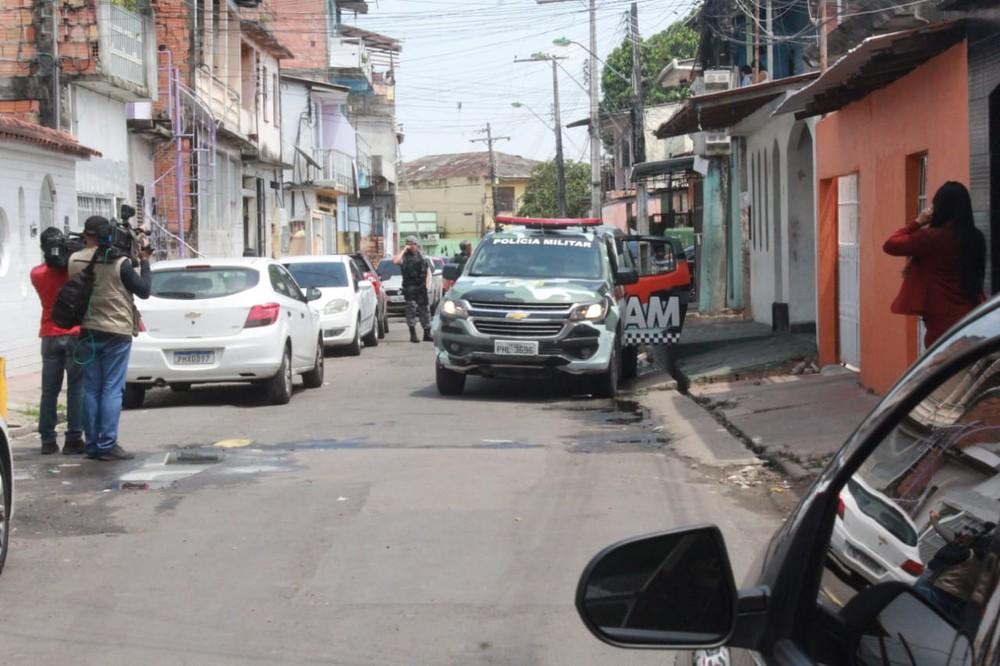 Após 17 mortes, homem é baleado na mesma área de confronto com a PM, em Manaus — Foto: Eliana Nascimento/G1 AM