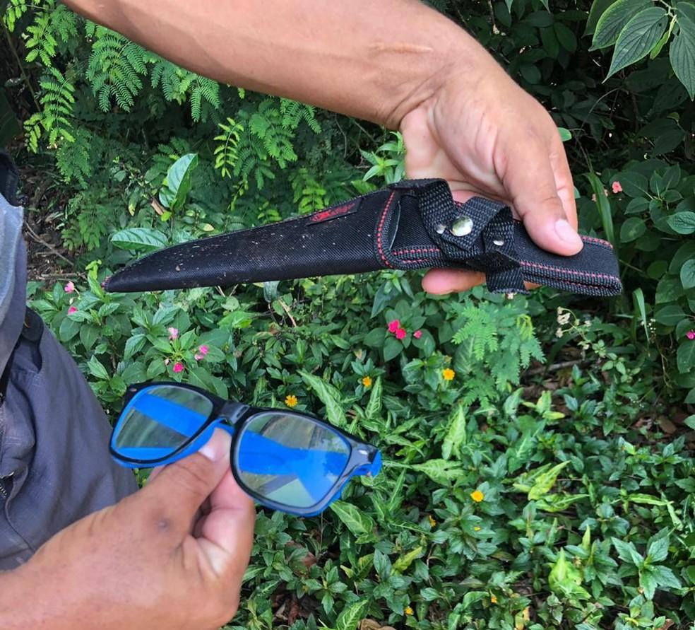 Bens pessoais de delegado foram encontrados em meio à mata em São Vicente, SP — Foto: Divulgação/Polícia Militar