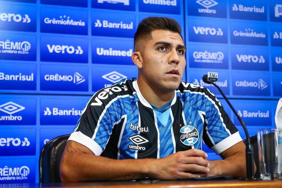 Pinares é apresentado pelo Grêmio — Foto: Lucas Uebel/DVG/Grêmio