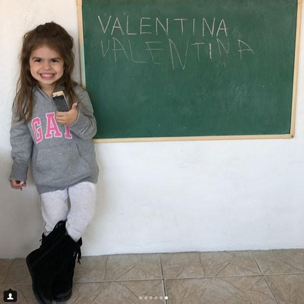 Valentina aprendeu a escrever o próprio nome (Foto: Reprodução Instagram)
