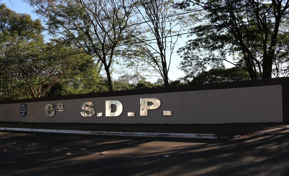 Segundo a polícia, os suspeitos foram levados para a Delegacia de Foz do Iguaçu — Foto: Polícia Civil/Divulgação