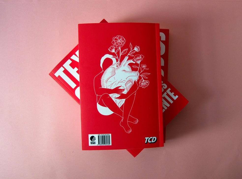 Contracapa do livro 'Textos cruéis demais para serem lidos rapidamente' — Foto: Divulgação