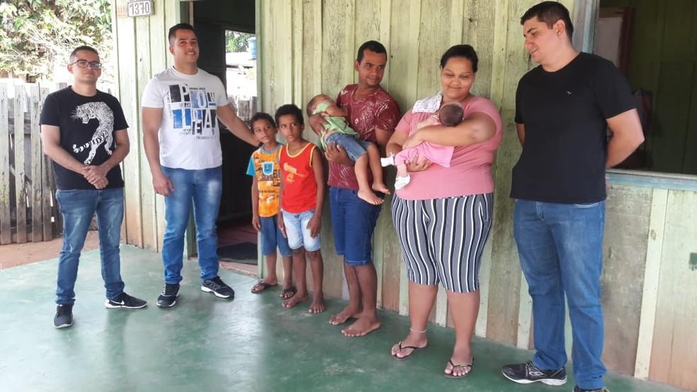Sensação para os policiais que salvaram a pequena Cássia Roberta é de heroísmo.  — Foto: Reprodução/Rede Amazônica
