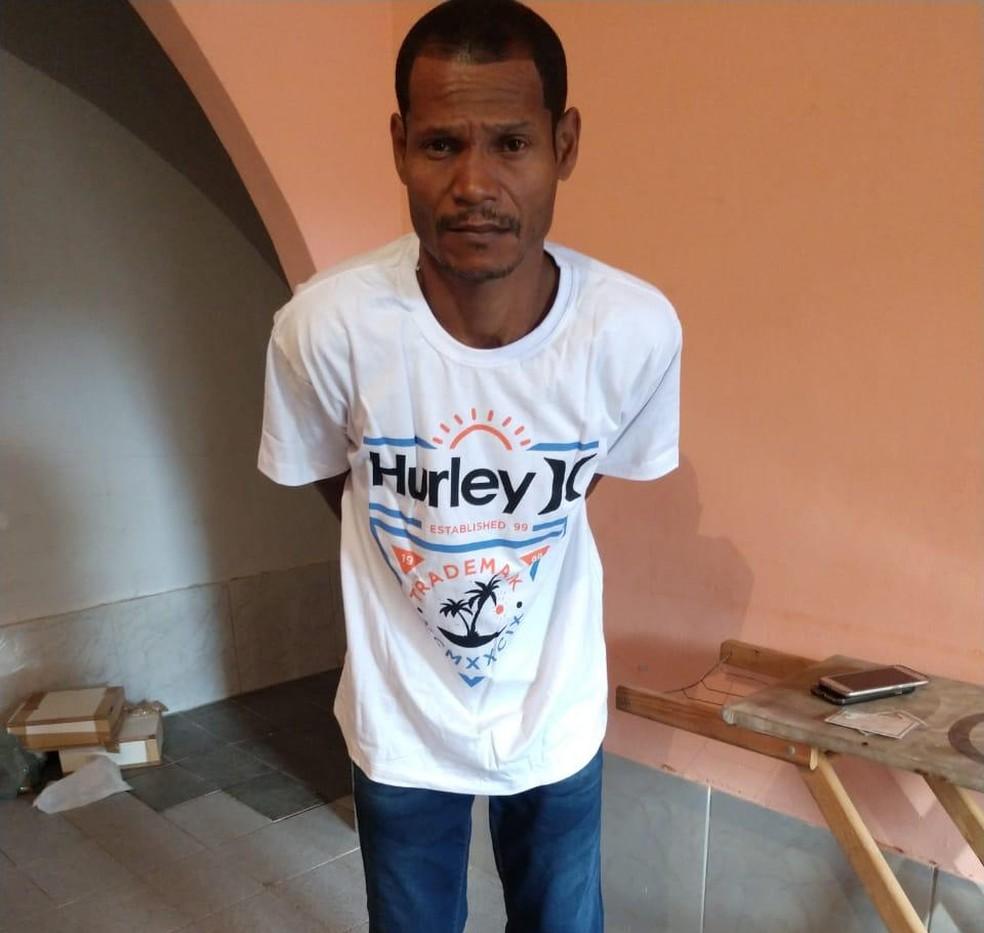 Wanderson Pinheiro de Castilho, conhecido como Coroa ou Branco, é apontado pela polícia como chefe do tráfico de drogas dos bairros Boavista e Boaçu, em São Gonçalo — Foto: Divulgação / Polícia Civil