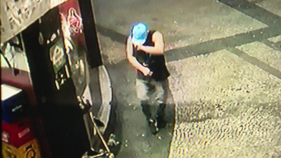 As últimas imagens de Francisco Laércio de Paula Lima o mostram trabalhando e se divertindo no bar onde ele trabalhava — Foto: Reprodução/ TV Globo