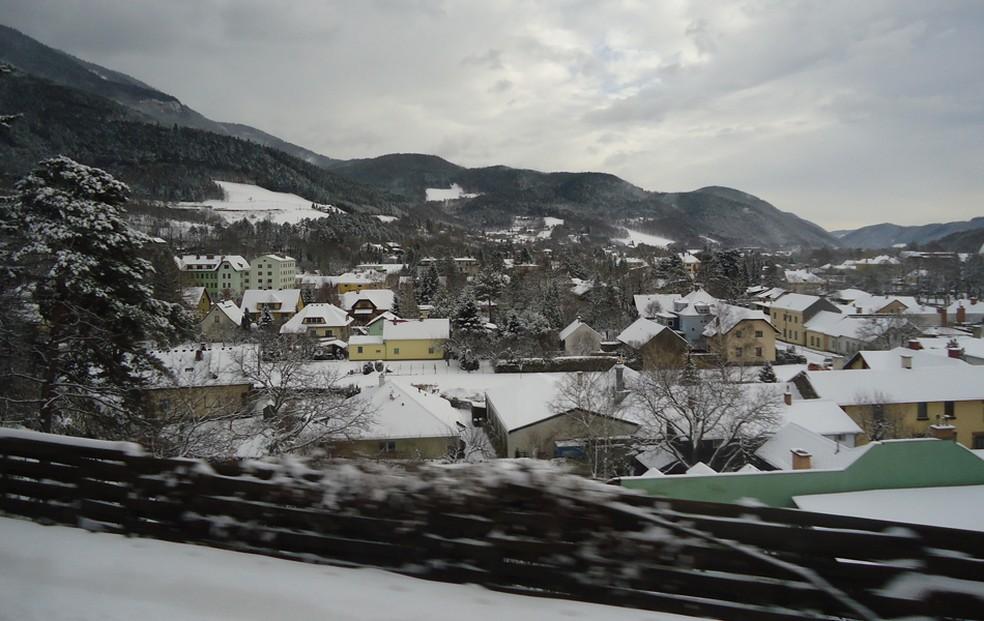 Cidade coberta pela neve nos Alpes suíços, próxima à fronteira com o Norte da Itália, em imagem de arquivo (Foto: Renata Buarque/VC no G1)