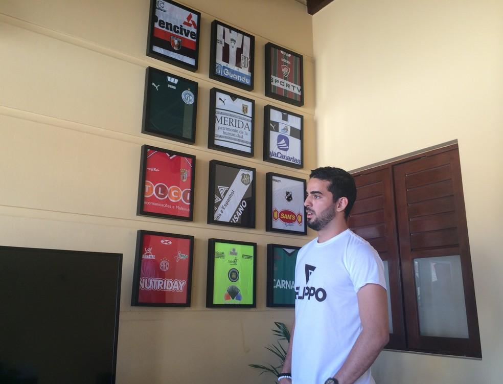 Joan criou loja para enfrentar o desemprego (Foto: Hugo Monte/GloboEsporte.com)