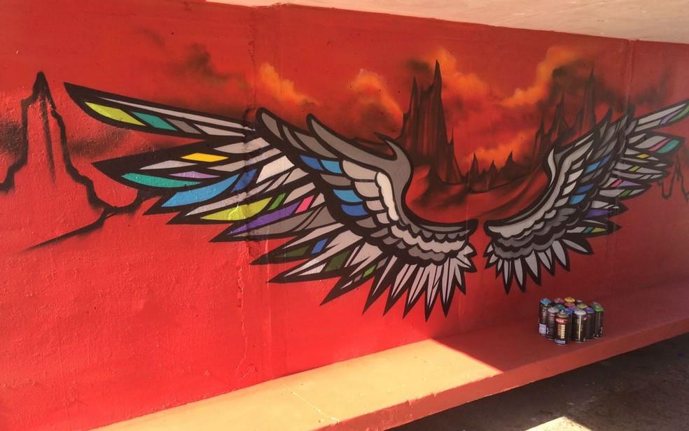 Grafite em parada de ônibus de Taguatinga, no Distrito Federal (Foto: Administração de Taguatinga/Divulgação)