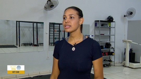 Professora combate problema nos ossos e coluna com dieta mais saudável e fim do sedentarismo