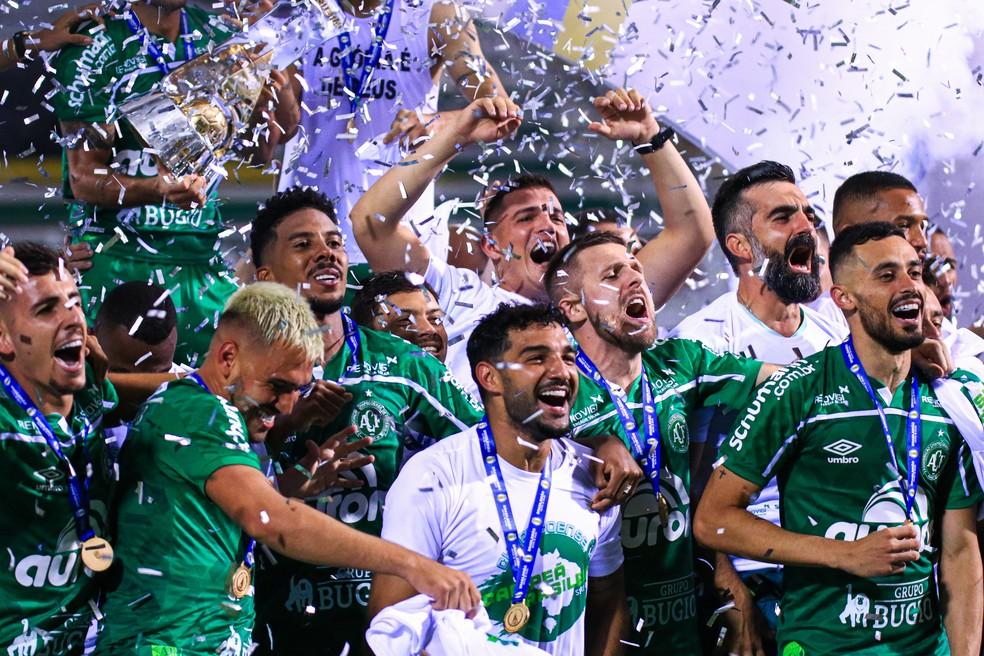 Chapecoense volta à Série A após ganhar título da B — Foto: Márcio Cunha/ACF