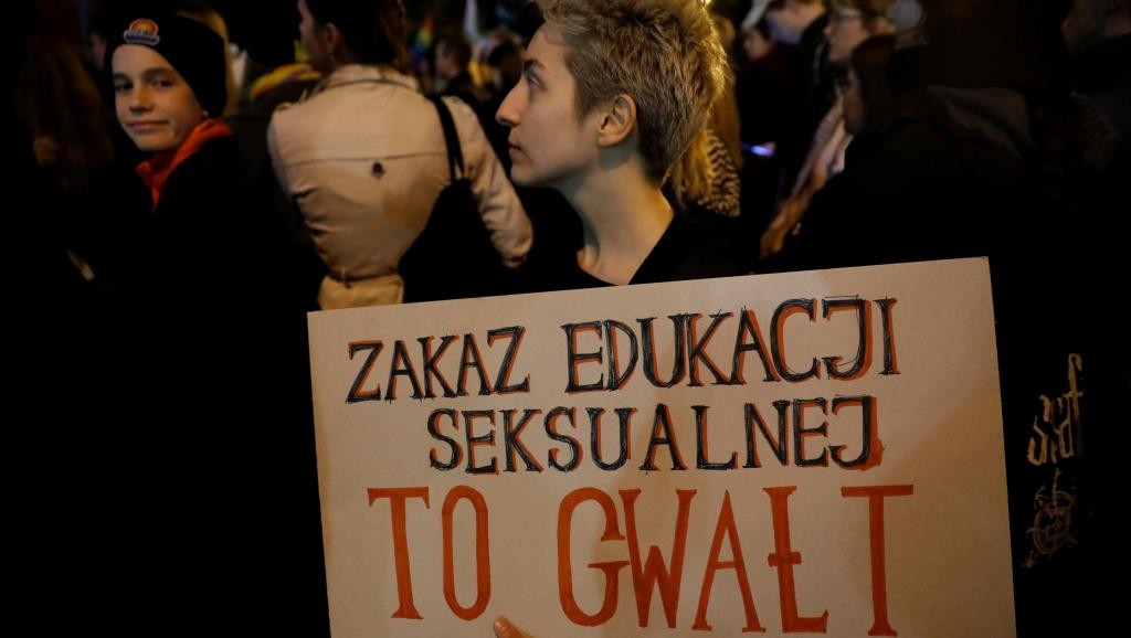 Governo populista da Polônia quer condenar à prisão professor de educação sexual - Notícias - Plantão Diário