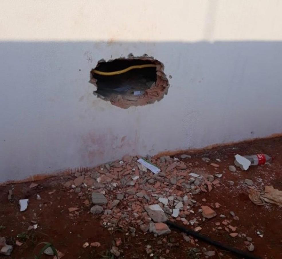 Cooperativa de crédito foi arrombada em Nova Ubiratã — Foto: Portal Sorriso