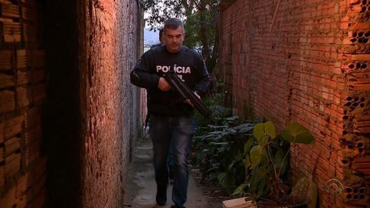 Polícia cumpre mais de 100 mandados e prende suspeitos em operação de combate à violência contra a mulher no RS