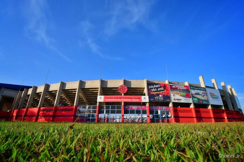 Estádio Manduzão terá nova iluminação e deve ter troca de gramado para jogos do Pouso Alegre em 2022 — Foto: Chiarini Jr./PAFC TV