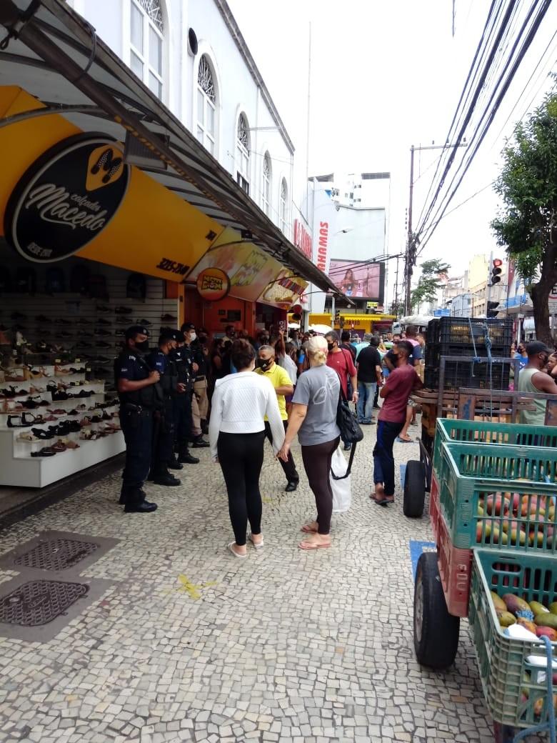 Prefeitura faz remarcação dos pontos de ambulantes na Avenida Getúlio Vargas em Juiz de Fora
