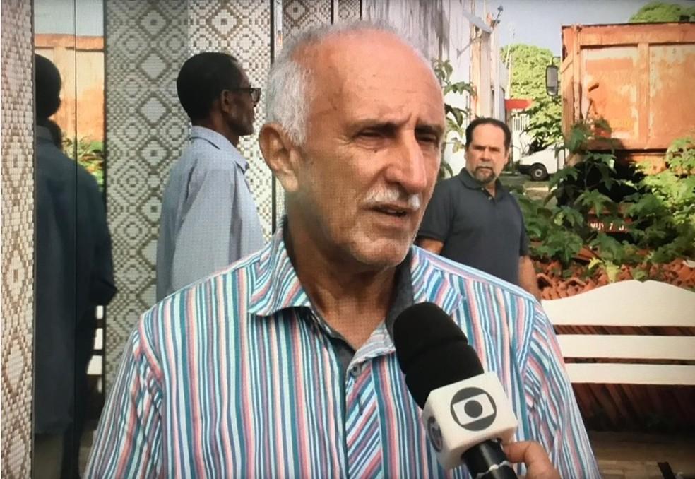 Erivaldo Farias, pai do piloto Abraão Farias, que morreu em queda de aeronave com Gabriel Diniz em Sergipe — Foto: Reprodução/TV Gazeta