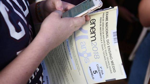 Exame Enem em 2018; impressão da prova corre risco após falência de gráfica (Foto: LUIS FORTES/MEC via BBC News Brasil)