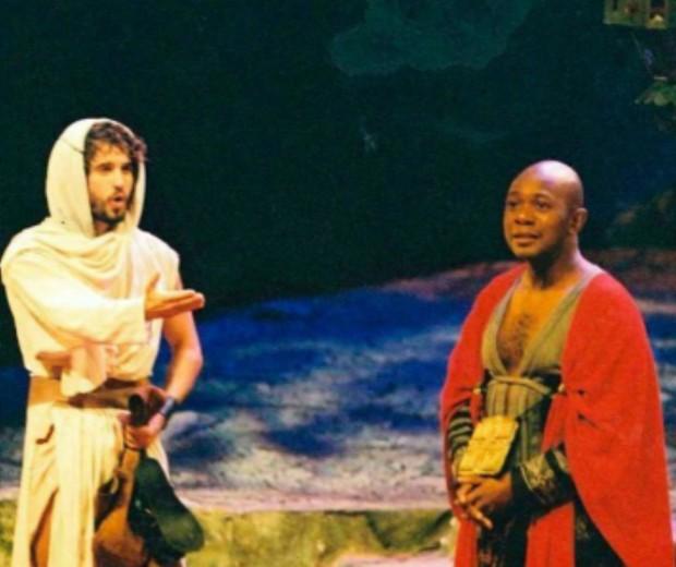Edson Montenegro e Eriberto Leão na peça O Evangelho Segundo Jesus Cristo (Foto: Reprodução/Instagram)