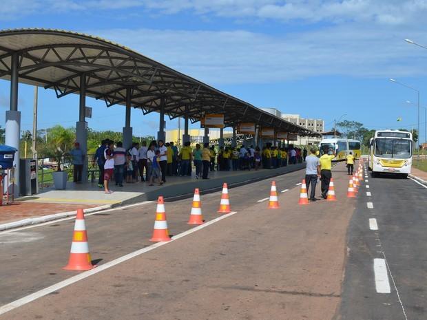 Dupla armada é presa ao desembarcar em terminal de ônibus em Rio Branco