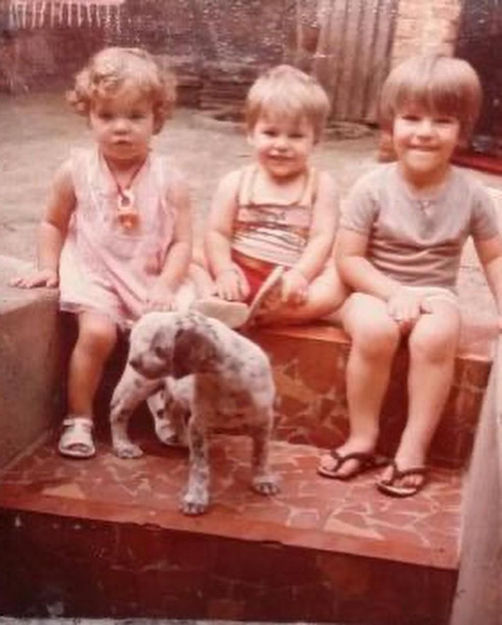 Paolla Oliveira completa 39 anos e compartilha imagem da infância ao lado dos irmãos — Foto: Instagram