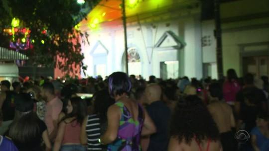 Conhecido como 'Salvador do Sul', carnaval de Jaguarão atrai 30 mil pessoas por noite