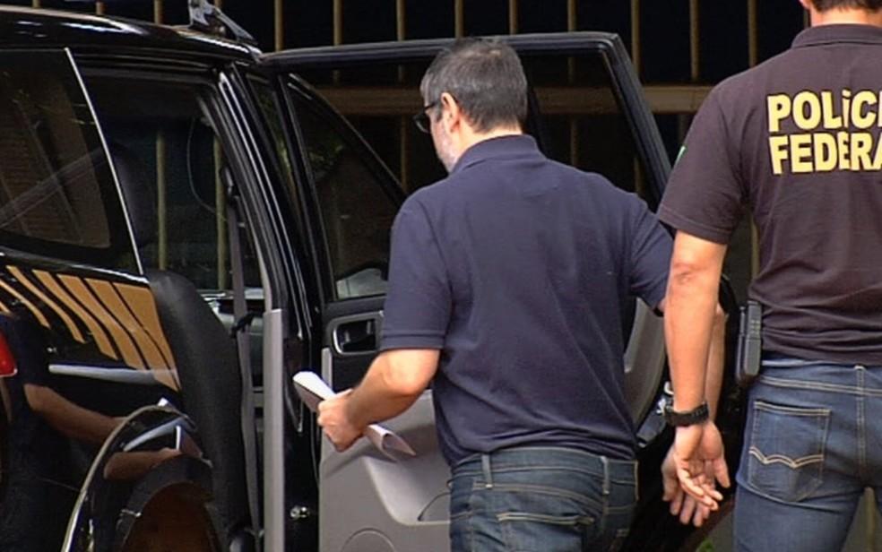 Rodrigo Rocha Loures após receber a tornozeleira em Goiânia (Foto: Reprodução/TV Anhanguera)