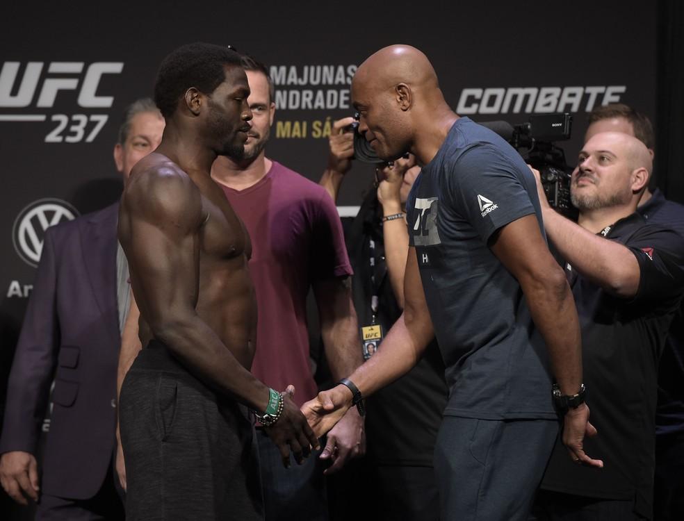 Jared Cannonier e Anderson Silva se enfrentam pelo peso-médio — Foto: André Durão
