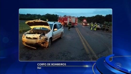 Acidente entre carros e caminhão deixa feridos em rodovia de Itaí