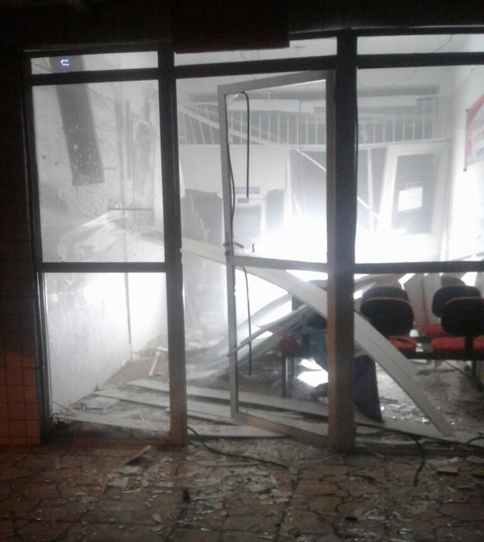 Bandidos explodem agência do Bradesco em José da Penha, no interior do RN (Foto: Divulgação/PM)