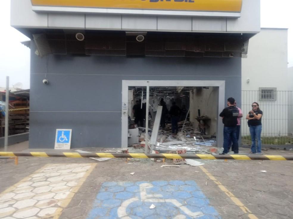 Agência do Banco do Brasil atacada por bandidos em Humberto de Campos — Foto: Domingos Moraes / Colaboração
