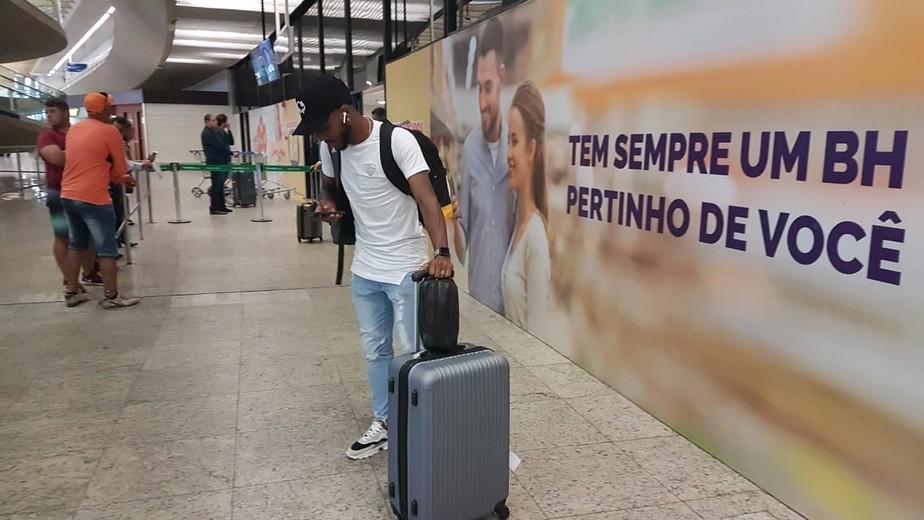 Primeiro reforço da era Ceni no Cruzeiro, Ezequiel chega a BH:
