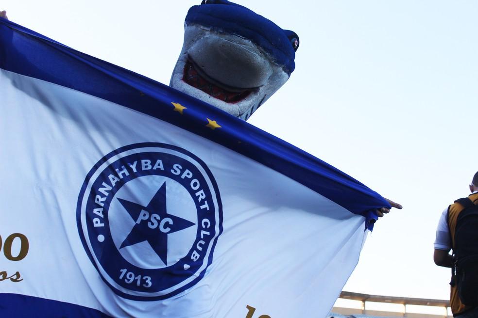 Mascote do Parnahyba é o Tubarão  (Foto: Emanuele Madeira/GloboEsporte.com)