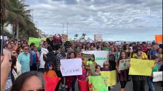 Manifestantes protestam pela preservação da Amazônia e contra Ricardo Salles e Bolsonaro