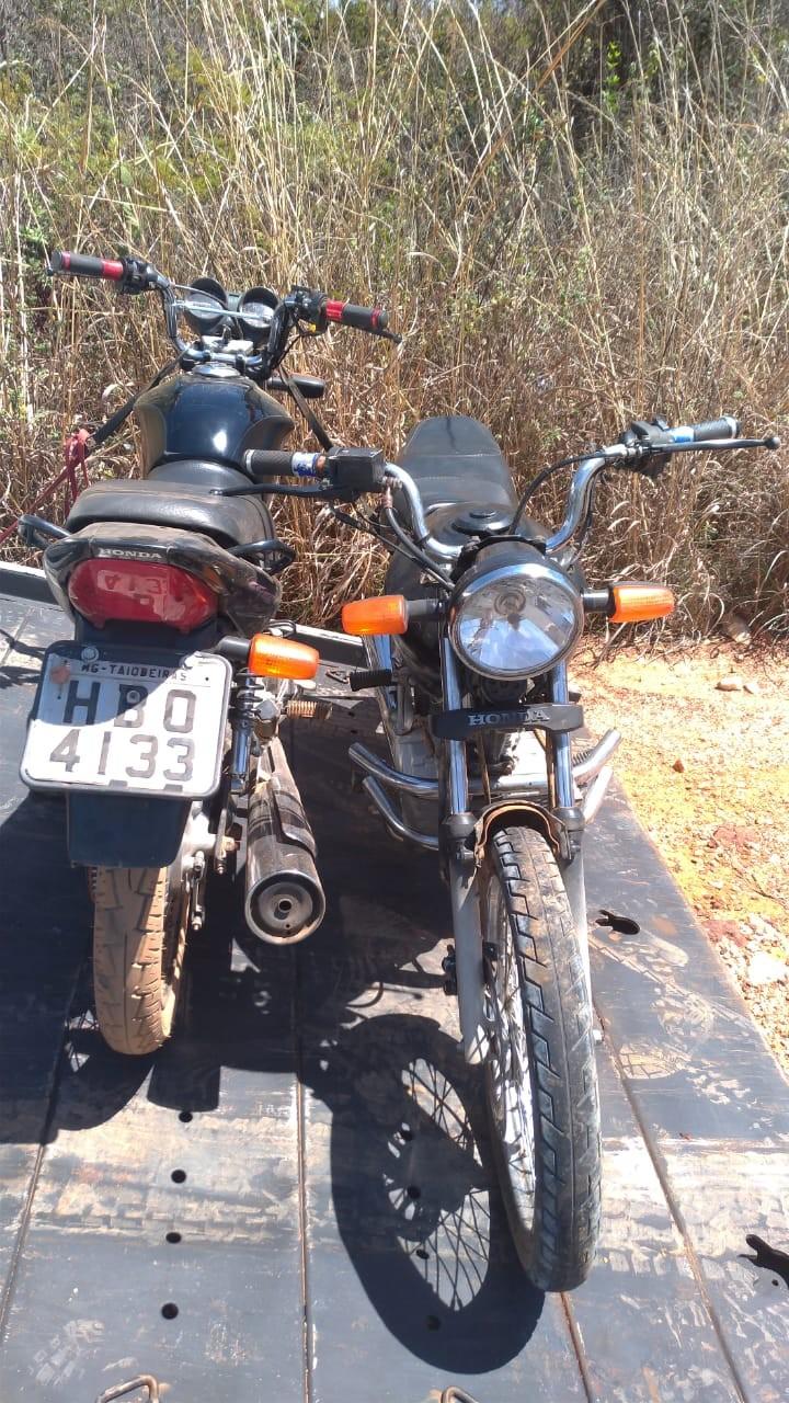 Suspeitos de assaltos são detidos pela PM com motos roubadas em Taiobeiras e Indaiabira - Notícias - Plantão Diário