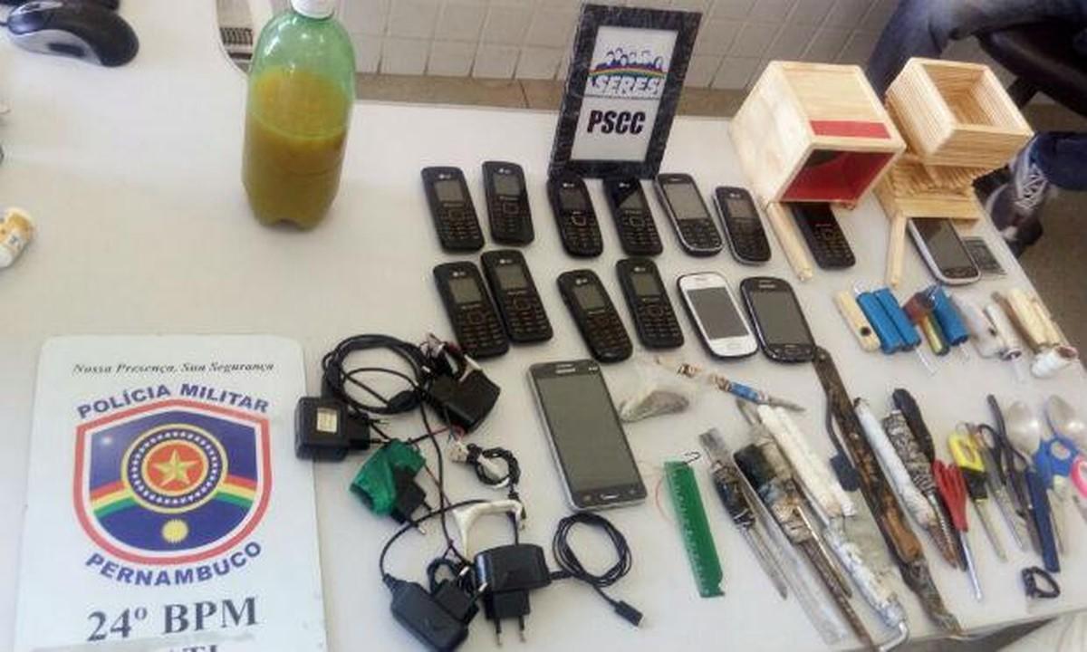 Polícia Militar encontra facas e celulares durante revista em presídio