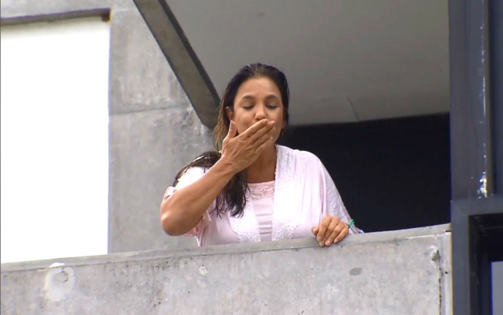 Ivete falou com a imprensa na manhã desta terça (Foto: Reprodução/TV Bahia)