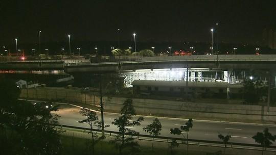 Prefeitura de SP diz que viaduto cedeu mais; estrutura foi pichada