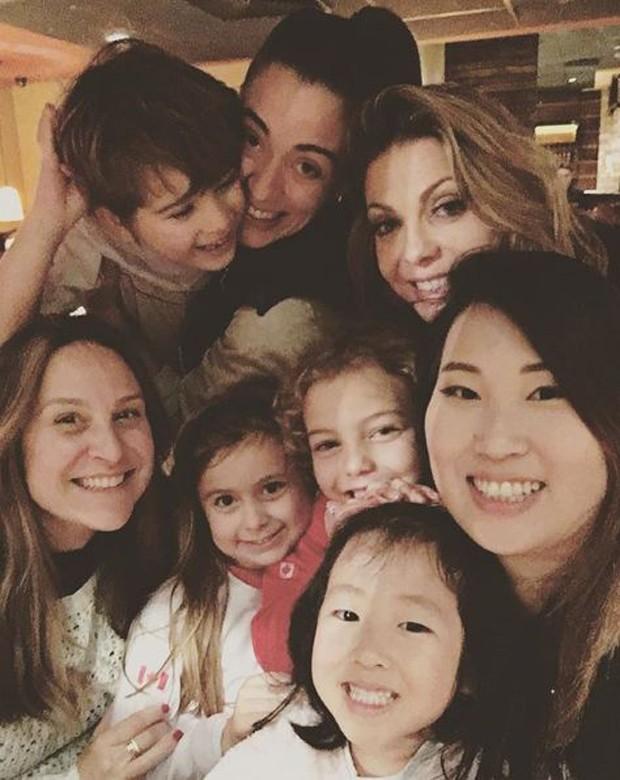Sheila Mello com a família (Foto: Reprodução/Instagram)