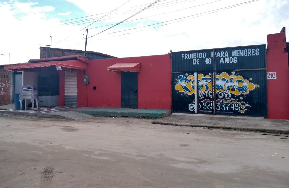 """""""Forró do Gago"""", no Bairro Cajazeiras, local onde houve chacina com 14 mortes (Foto: Cinthia Freitas/G1CE)"""