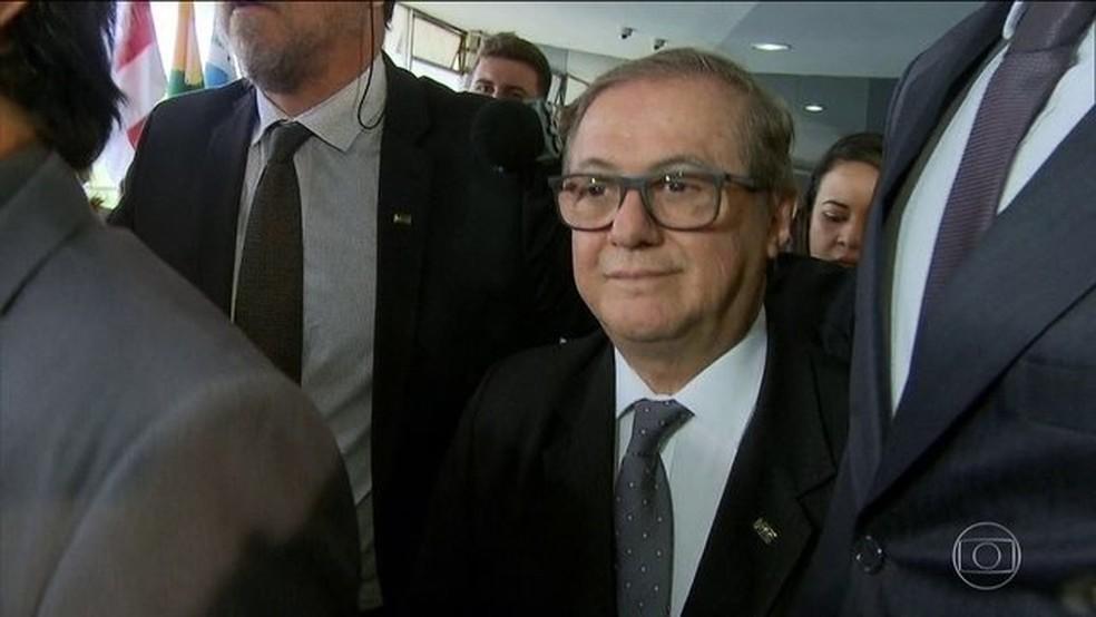 Bolsonaro demitiu Vélez após três meses de polêmicas — Foto: Reprodução/JN