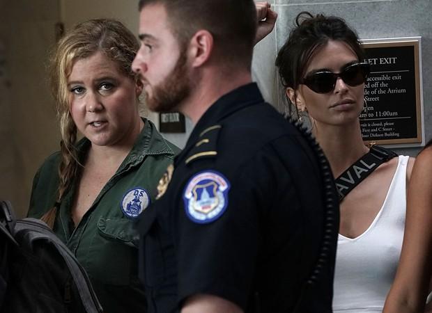 Amy Schumer e Emily Ratajkowski são detidas após protesto (Foto: Reprodução/Instagram)