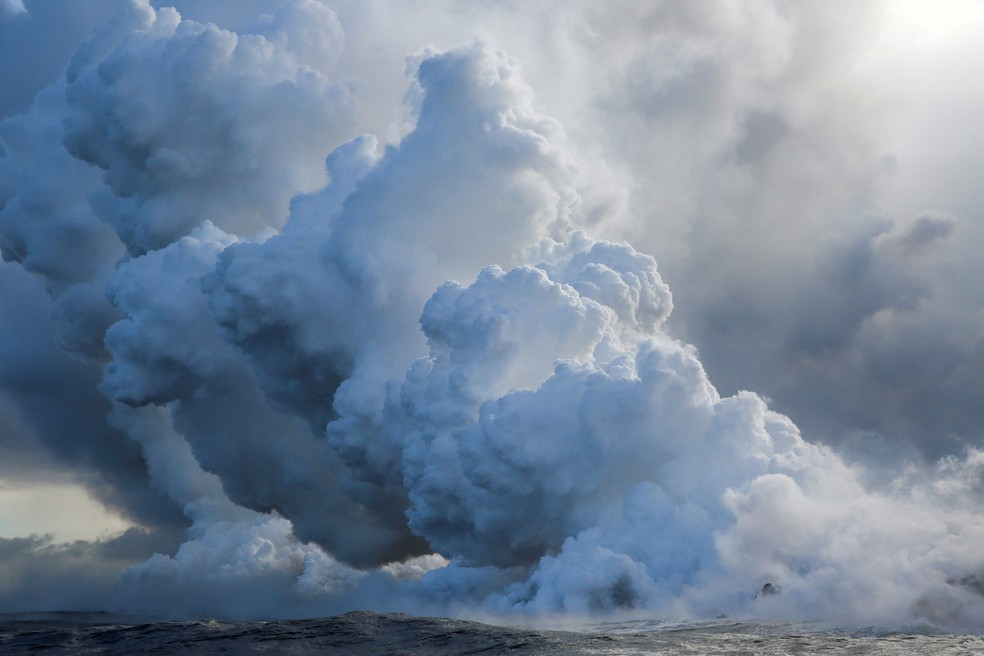 Lava do vulcão Kilauea seguia no domingo (20) para o Oceano Pacífico  (Foto: Terray Sylvester / Reuters)