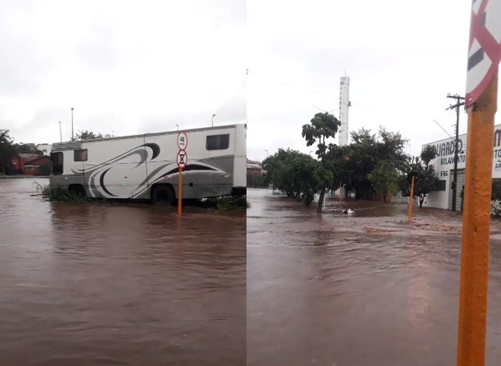 Chuva alagou área onde o circo foi montado em Bauru — Foto: Circo Moscou/Divulgação