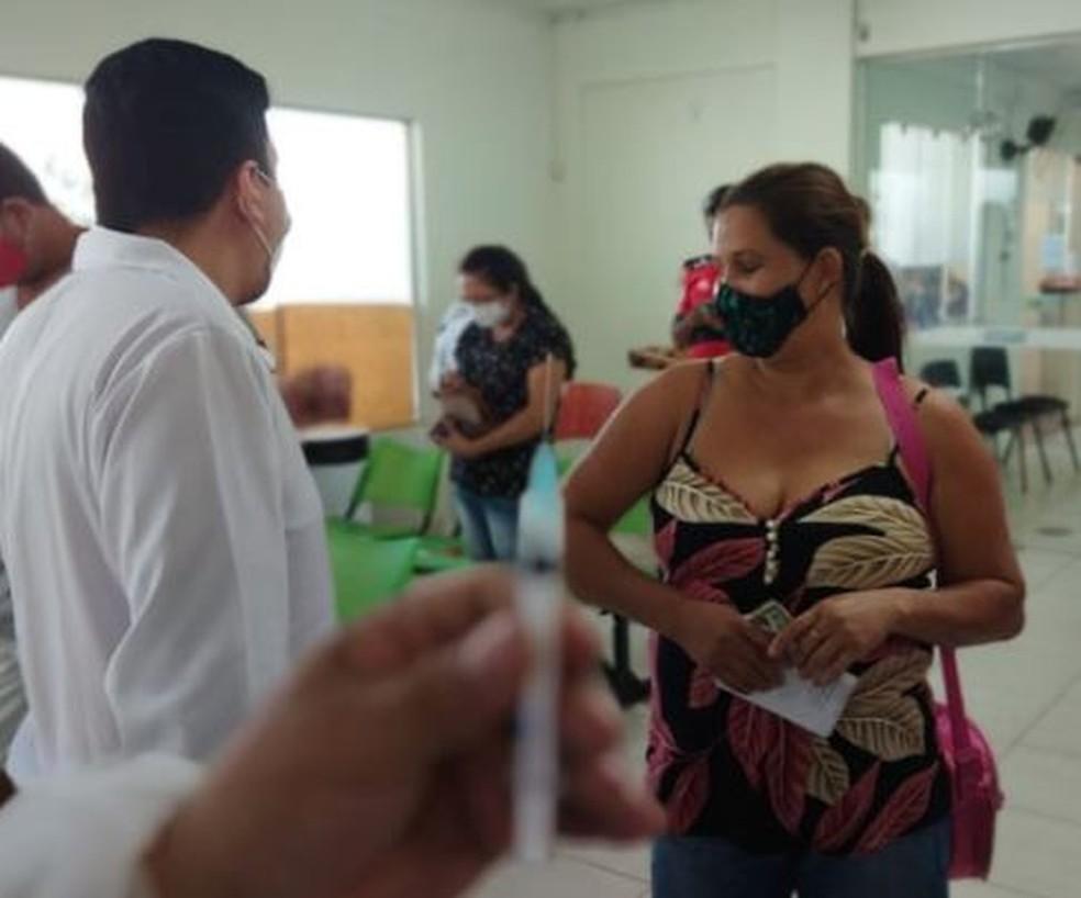 Semsa atende pessoas acima dos 18 anos nesta quarta-feira (28) — Foto: Cassius Afonso/Rede Amazônica Acre