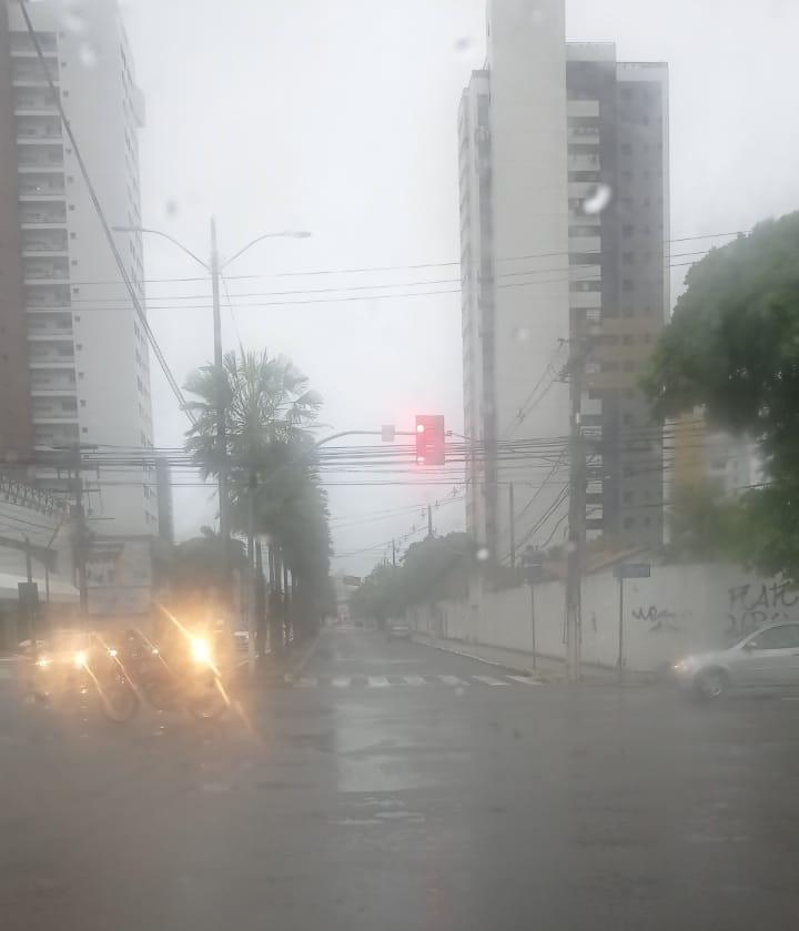 Chuva forte causa alagamentos e outros problemas em Natal; veja pontos