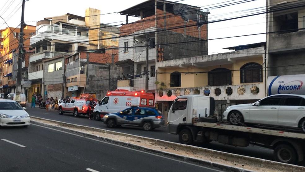 Idosa é morta pelo filho após tentar separar briga entre ele e irmã, no bairro do Cabula, em Salvador — Foto: Eduardo Oliveira/TV Bahia