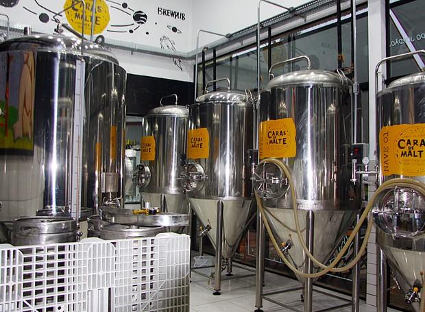 Na cervejaria Caras de Malte, as bebidas são produzidas no local (Foto: Reginaldo Pupo/ Divulgação)