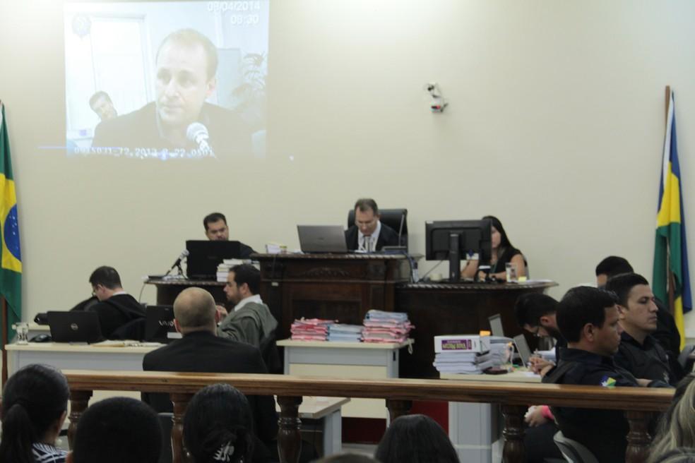 Depoimento prestado em 2014 pelo delegado Nestor Romanzini foi exibido para os presentes.  — Foto: TJ-RO/Divulgação